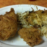 Photo taken at Richie's Chicken & Hamburgers by Kevin B. on 10/17/2012