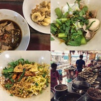Photo taken at Rue Thong Boat Noodle by Cassie P. on 9/29/2016