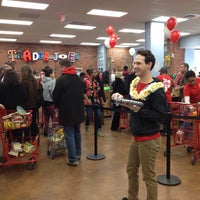 Foto tirada no(a) Trader Joe's por Chris J. em 3/23/2014