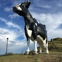 Photo taken at Salem Sue - World's Largest Holstein Cow by Bebe B. on 8/13/2016