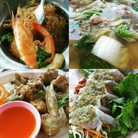 Photo taken at ครัวริมทางซีฟู๊ด 2 by Aon S. on 5/11/2016