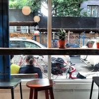 Foto tirada no(a) Summers Juice & Coffee por Michael K. em 10/13/2013