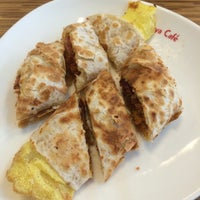 Photo taken at 拉亞漢堡 Laya Burger by Hugh W. on 5/18/2014