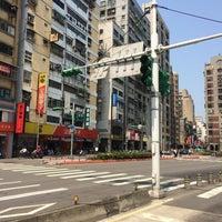 Photo taken at 羅斯福路/金門街口 by Hugh W. on 4/5/2014