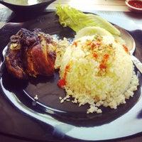 Photo taken at Restoran Sedap-Sedap Selera Manja by MOHD SHAFIQ H. on 12/16/2013