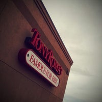 Photo taken at Tony Roma's Ribs, Seafood, & Steaks by Maksim G. on 2/18/2013