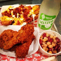 8/16/2013 tarihinde Zach L.ziyaretçi tarafından Blue Ribbon Fried Chicken'de çekilen fotoğraf