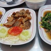 Photo taken at ข้าวต้มอ้วนผอม สาขาราชพฤกษ์ by Hi K. on 11/14/2017