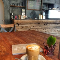 3/12/2014 tarihinde Cigdem C.ziyaretçi tarafından Twins Coffee Roasters'de çekilen fotoğraf