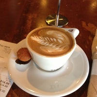 Das Foto wurde bei Tiago Espresso Bar + Kitchen von Nayeli K. am 9/26/2012 aufgenommen