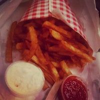 Photo taken at Frietkoten Belgian Fries & Beer by D. Pham on 9/2/2014