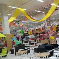 Foto tirada no(a) Carrefour por Katia V. em 4/21/2013