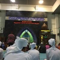 Photo taken at Masjid Kolej Islam Pahang Sultan Ahmad Shah by Amer S. on 10/27/2017
