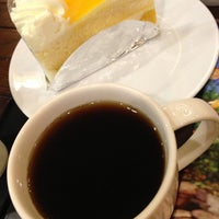 Photo taken at Starbucks by Yaya S. on 6/6/2013