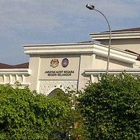Photo taken at Jabatan Audit Negara Selangor by Bangcik Nashuha G. on 12/10/2012