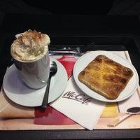Photo taken at McDonald's by Alvaro A. on 10/16/2014