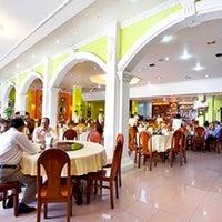 Photo taken at Sorya Restaurant Phnom Penh by สันติธร ย. on 9/14/2017