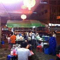 Photo taken at โจ๊ก จั๊บ เส้น บัตรคิว by สันติธร ย. on 2/18/2013