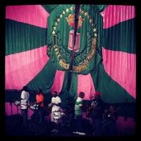 Foto tirada no(a) G.R.E.S. Estação Primeira de Mangueira por Eloisa V. em 10/13/2012
