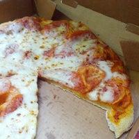 Photo taken at Pizza Hut by Jesús R. on 7/13/2013