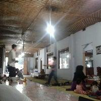 Photo taken at Ayam Goreng Pak Parman ( asli ayam kampung ) by Aries Yuda C. on 12/29/2012