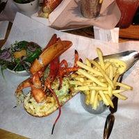 Foto scattata a Burger & Lobster da Yasser R. il 11/28/2012