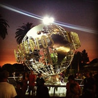Снимок сделан в Universal Studios Hollywood Globe and Fountain пользователем Chantel M. 6/30/2013