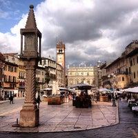 Foto scattata a Piazza delle Erbe da Ar T. il 2/25/2013