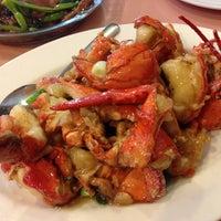 Photo taken at 102 Noodles Town 永旺飯店 by Dayton L. on 12/18/2012