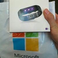 Foto tirada no(a) Microsoft Store por Daisuke M. em 10/6/2015