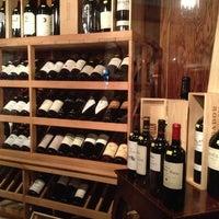 Foto tomada en El Carajo Tapas and Wine por Lau B. el 1/15/2013