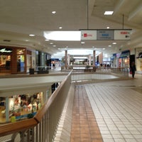 Foto scattata a Rogue Valley Mall da Nilda C. il 6/25/2013