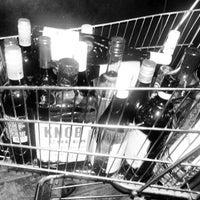 Foto tirada no(a) Union Square Wines & Spirits por Emily V. em 11/29/2012