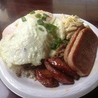 รูปภาพถ่ายที่ Leilani's Cafe โดย James V. เมื่อ 12/1/2012