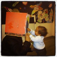 Foto tomada en Que viene el lobo! Café-taller por Con los niños e. el 3/29/2014