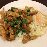 Photo taken at มนัส อาหารตาสั่ง by Qeng J. on 5/29/2012