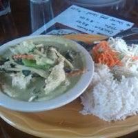 Foto tomada en New Chiang Mai Thai Cuisine por RyanK el 10/18/2011