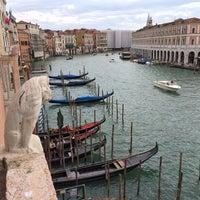 Foto diambil di Ca' Sagredo Hotel Venice oleh Joshua B. pada 10/10/2013