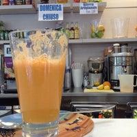 Foto scattata a Caffè Maratona da Tiana K. il 6/30/2014
