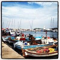 4/14/2013 tarihinde Ozgul K.ziyaretçi tarafından Yengeç Restaurant'de çekilen fotoğraf