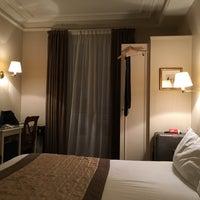 Photo taken at Hôtel Royal Magda Etoile by murolovebeer on 1/23/2016