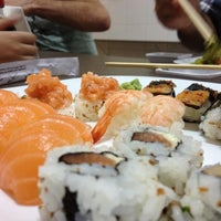 Photo taken at Sushi do Tanaka by Daniel B. on 10/8/2012
