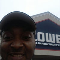 Photo taken at Lowe's Home Improvement by Richo B. on 11/14/2012