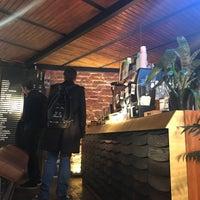 Das Foto wurde bei Surf Coffee von Artemy P. am 10/3/2017 aufgenommen