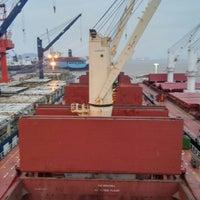 รูปภาพถ่ายที่ Cosco Zhoushan Drydocks โดย Ferhat C. เมื่อ 10/30/2015
