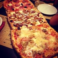 Foto scattata a Gisira Pizza And Drinks da Simona M. il 10/20/2013