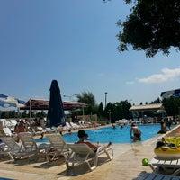 Photo taken at Tuzla Termal Oteli by Yiğit E. on 8/15/2013