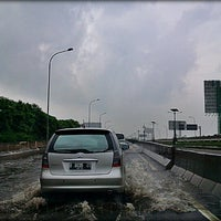 Photo taken at Jalan Tol Prof. DR. Ir. Sedyatmo by @TravelAwan on 1/17/2013