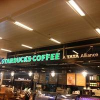 Foto tirada no(a) Starbucks Coffee por Gen em 9/13/2013