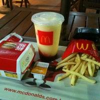 รูปภาพถ่ายที่ McDonald's โดย Marcus M. เมื่อ 2/21/2013